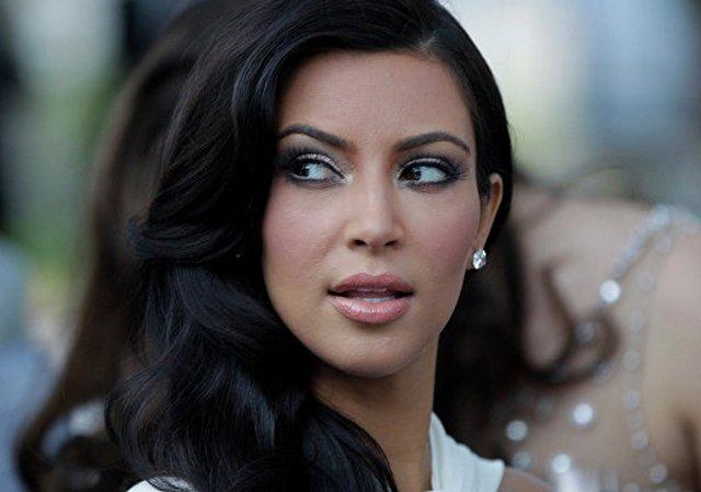 Ким Кардашьян подала всуд насайт, обвинивший еевинсценировке ограбления