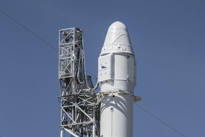 Первая ступень Falcon 9 впервые смогла сесть на морскую платформу