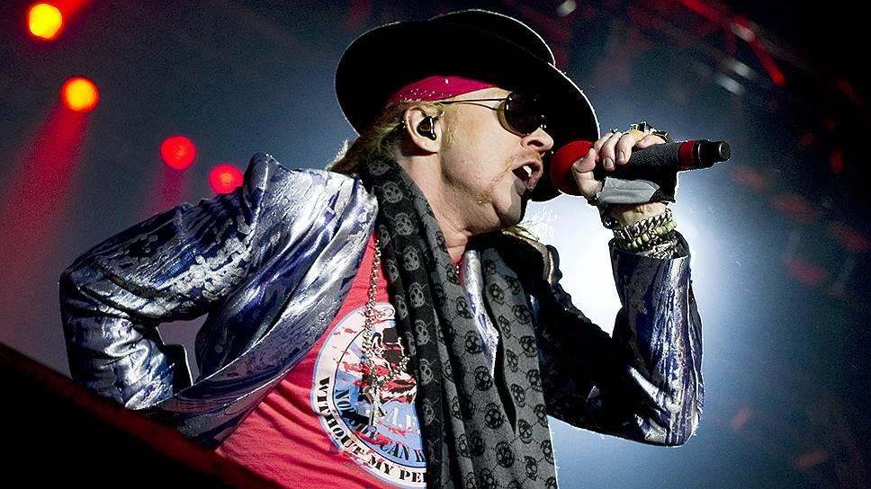 Солист Guns'n'Roses выступает сAC/DC