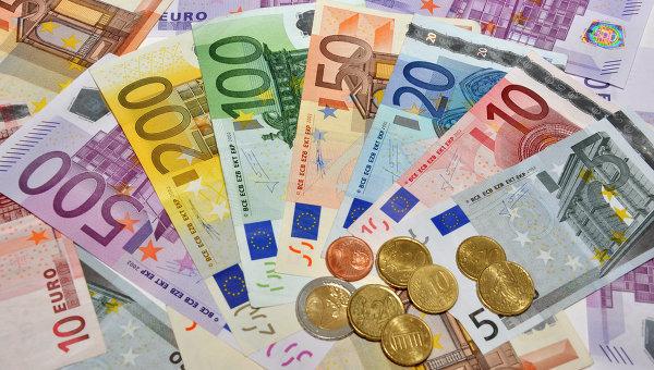 Доллар опустился ниже 65 руб. утром вчетверг