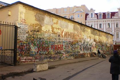 Начался сбор подписей за сохранение стены Цоя в Москве против которой выступают депутаты