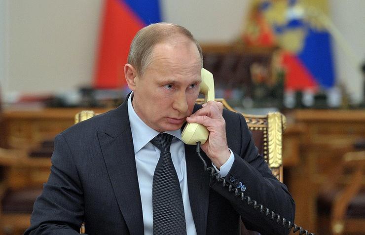 Путин обсудил сОлландом, Меркель иПорошенко ситуацию вДонбассе