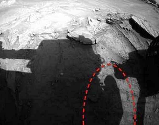 Наснимках сМарса уфологи увидели астронавта
