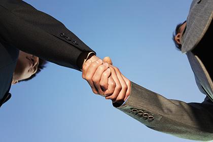 Ученые пояснили причину слабых рукопожатий