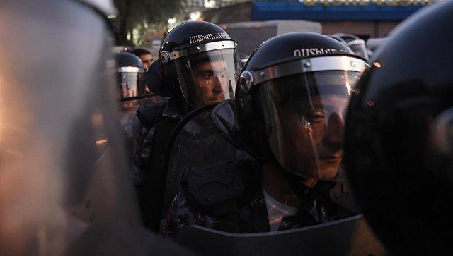 ВЕреване столкновения. Пострадало множество людей