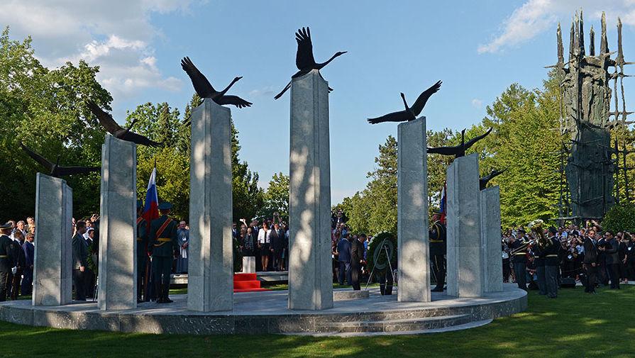 Президент страны открыл памятник российским и советским воинам на территории Словении