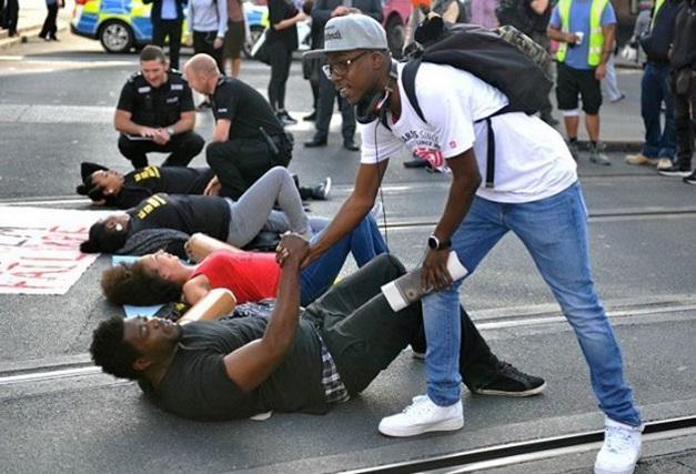 ВАнглии перекрыли дороги взнак протеста против притеснений чернокожих