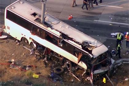 ВМексике пассажирский автобус упал с30-метрового обрыва