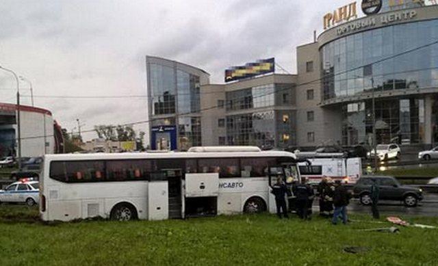 Автобус врезался встолб наЩелковском шоссе
