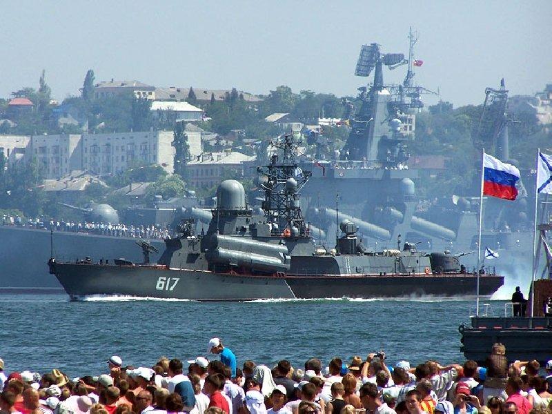 На учения тыловиков в Крым отправились корабли Черноморского флота