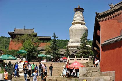 Неменее 600 аферистов представлялись буддийскими монахами в КНР