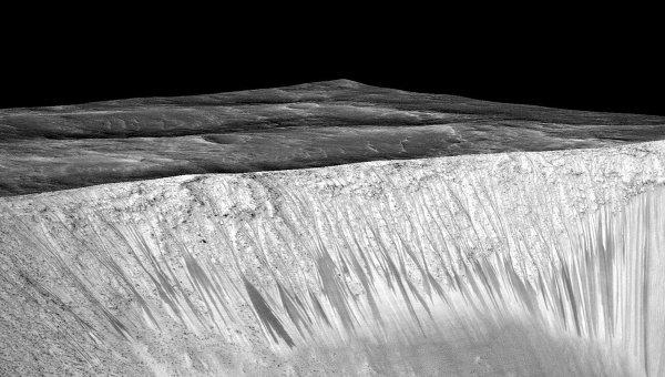 Ученые ненашли воду в«соленых ручьях» Марса