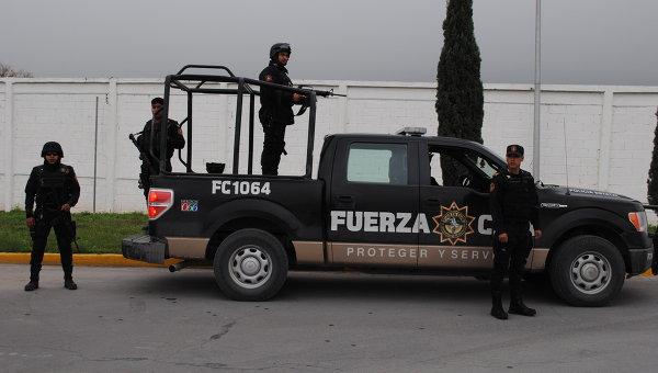 Наюге Мексики в стрельбе сбоевиками погибли трое полицейских