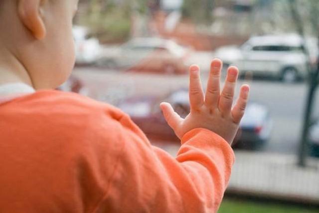 3-летний ребенок насмерть разбился в российской столице, выпав изокна 12 этажа