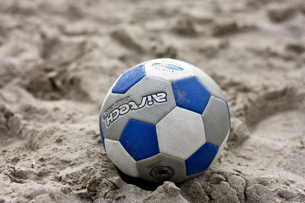 СборнаяРФ попляжному футболу обыграла команду государства Украины вматче квалификацииЧМ
