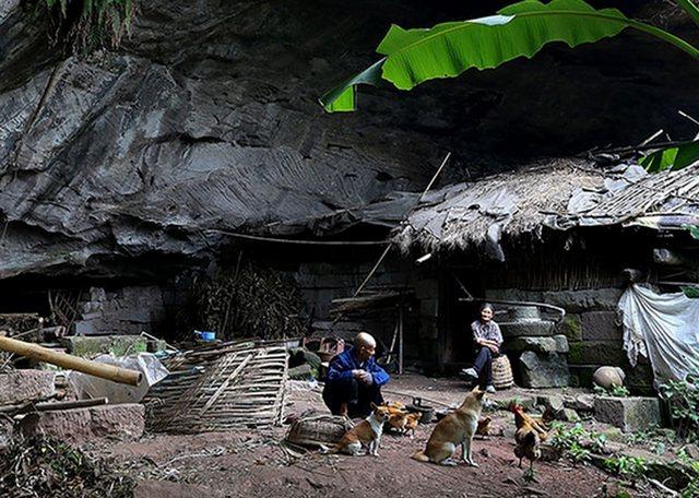Супруги изКитая 54 года прожили впещере, отказавшись откомфортного жилища