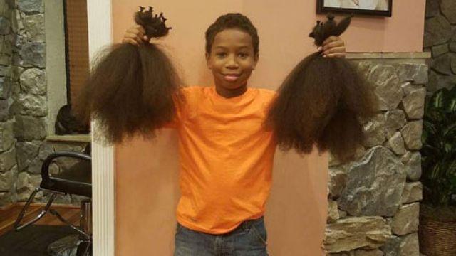ВСША 8-летний парень отрезал себе волосы для спасения больных раком
