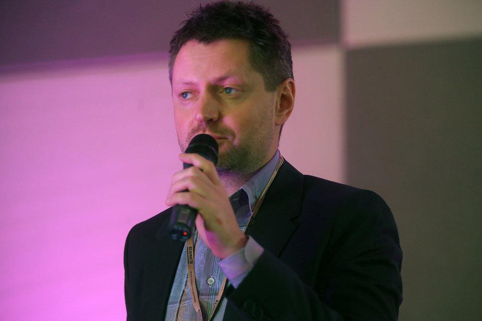 Алексей Пивоваров сейчас генеральный продюсер канала RTVi вСША