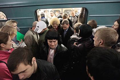 Москвичке сломали ногу вдавке метро