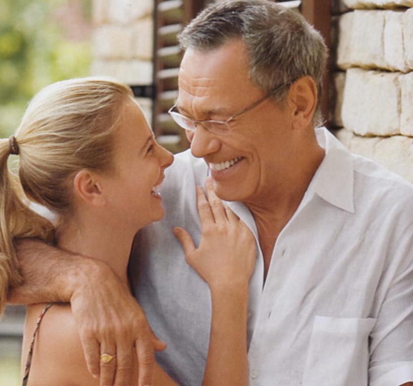 Женщины получают больше удовольствия отсекса взрелом возрасте— Ученые