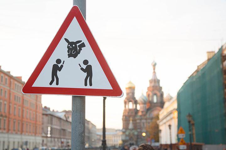 В северной столице появился знак «Осторожно, ловцы покемонов»