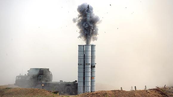 Минобороны РФ пригрозило сбивать всевозможные неопознанные объекты вСирии