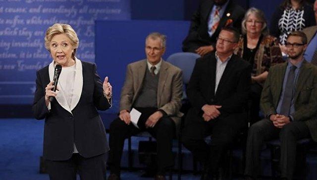 Усевшей набровь Клинтон мухи появился аккаунт в социальная сеть Twitter