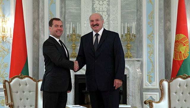 Лукашенко иМедведев провели вМинске двустороннюю встречу