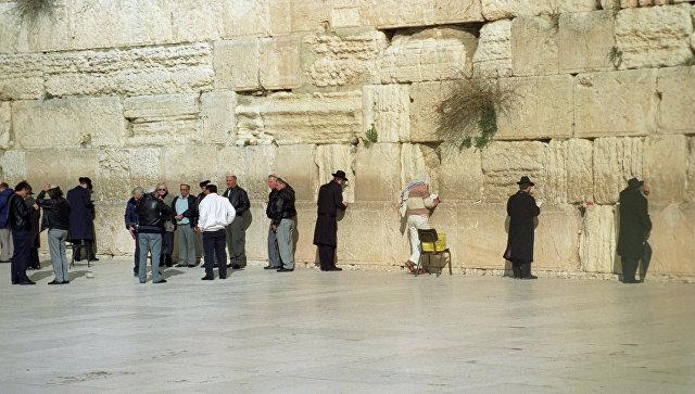 Медведев посетил вИерусалиме Храм Гроба Господня иСтену Плача