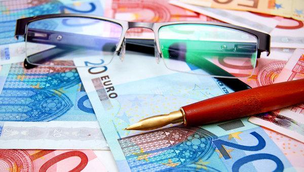 Курс евро упал вцене надва рубля