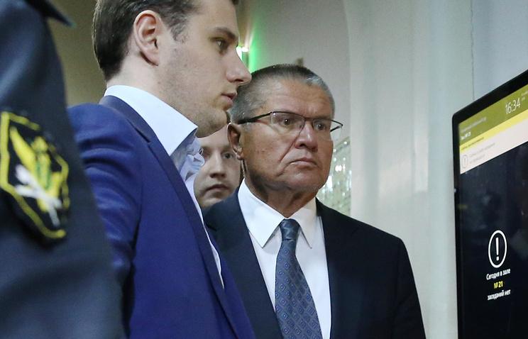 Защита Улюкаева попросила отменить его домашний арест