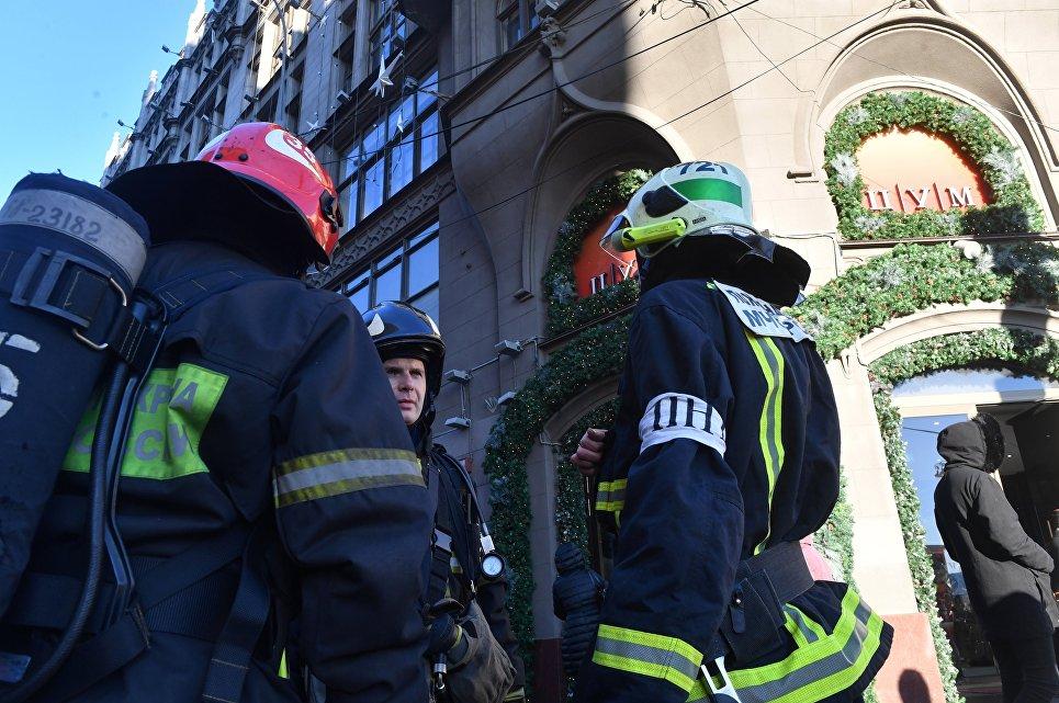 Cотрудники экстренных служб потушили возгорание вЦУМе
