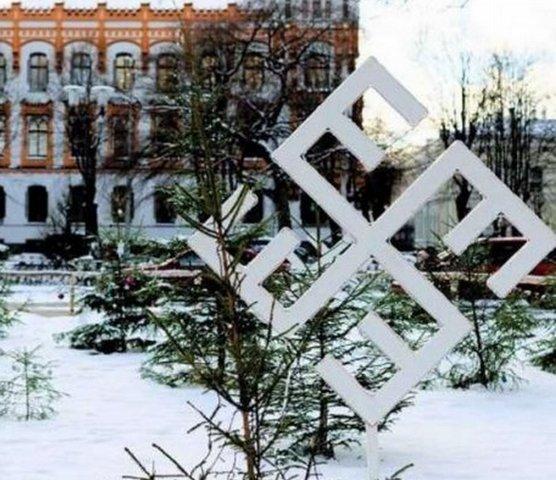 В социальных сетях возмутились новогодним украшением вРиге