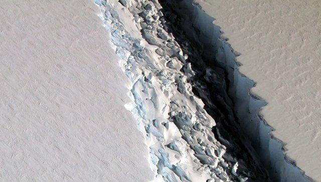 Специалисты НАСА обнаружили в Антарктиде 100-километровую трещину