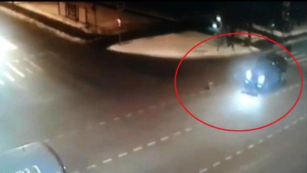 Водитель, сбивший 2-х школьниц-близняшек в столице России, явился кследователям