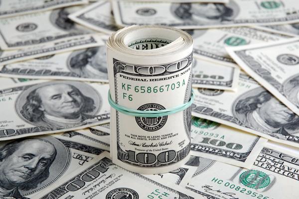 Курс доллара всреду утром снизился до60,60 рубля