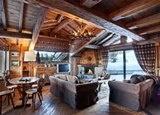 Новое шале в альпийском стиле предложит вам гостиную с камином, террасу...