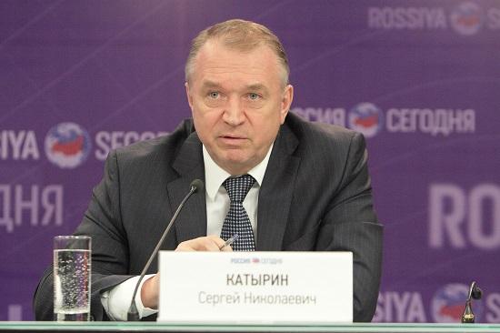 Медведев увеличил годовой объем закупок уМСП попрямым контрактам до15%